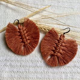 kleine Feder Ohrringe - Terrakotta