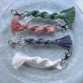 Makramee-Taschenanhänger - Pastell