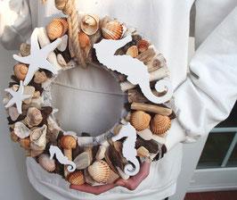 Holzkranz in weiß-braun