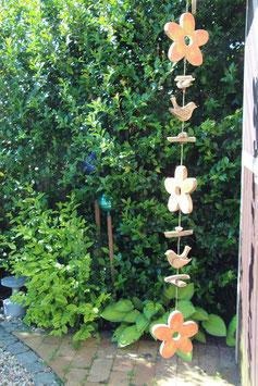 Dekokette mit Holzblüten und Holzvögeln (Nr. 0474)