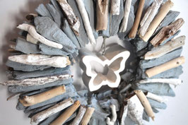 Grau-weißer Treibholzkranz