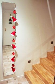 Rote Girlande mit Weihnachtsmannmützen (Nr. 5569)