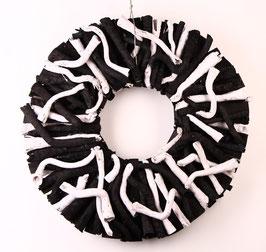 Kranz in schwarz-weiß