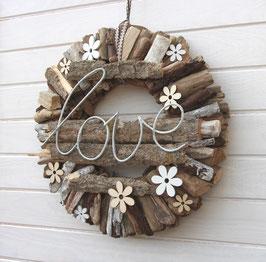 Holzkranz mit LOVE - Schriftzug