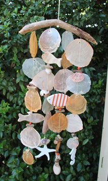 Windspiel mit Holzfischen in orange - weiß (Nr. 7469)