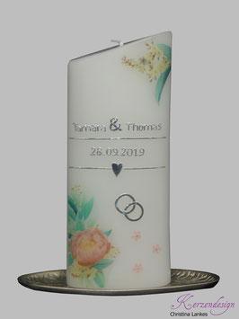 Hochzeitskerze mit floralen Design. Blütenpracht