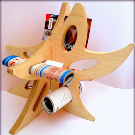 Pedana in legno a forma di cuore utilizzabile come portascarpe o portapantofole