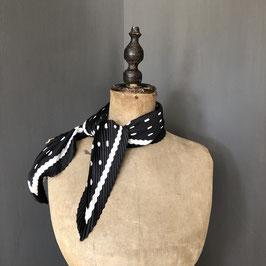 Sjaal |  Stippen zwart geplisseerd design