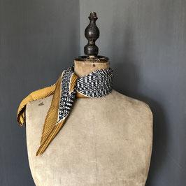 Sjaal |  Stippen okergeel geplisseerd design