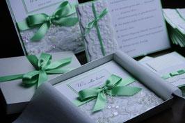 Einladungskarte Hochzeit - Pailletten Spitzenband Grün