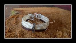 Bracelet en véritables crins de cheval blanc cassé + lien cuir chocolat, perle passante , fermoir clip