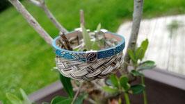 Bracelet en crins de cheval  gris + lien en cuir bleu doré et petite perle passante yin yang, fermoir clip