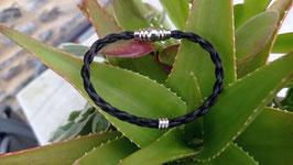 Bracelet en véritables crins de cheval noirs, tressé fine en corde 4 brins,  perle et fermoir aimanté en acier inoxydable.