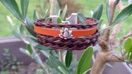 Bracelet multirangs en véritables crins de cheval alezan très foncé, cuir fantaisie camel, perle passante fleur de lotus et fermoir clip