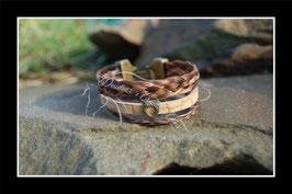 Bracelet multirang en véritables crins de cheval + cuir, tons marrons/beige, petite perle passante cœur bronze, fermoir clip bronze