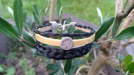 """Bracelet multirangs en véritables crins de cheval noirs + cuir jaune brillant, perle passante ronde """"arbre de vie"""" et fermoir clip"""