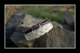 """Bracelet en véritables crins de cheval , 3 rangs, tresse plate 5 brins """"écru"""", lien en cuir chocolat/perle passante ancre marine, tresse en corde alezanne"""