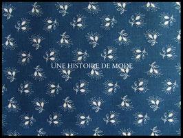 Tissu provençal à petites feuilles en coton bleu et blanc  -  50 x 45 cm - Coupon T71