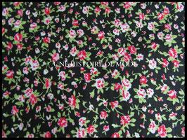 Tissu fleuri en coton noir  - 50 x 45 cm - Coupon T73