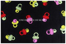 Tissu enfant en coton noir et motifs tétines de bébé  - 50 x 45 cm - T63