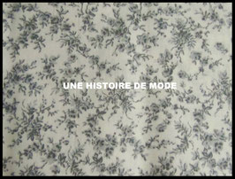 Tissu petites fleurs grises en coton -  50 x 45 cm - Coupon T77