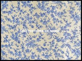 Tissu petites fleurs bleues en coton -  50 x 45 cm - Coupon T54