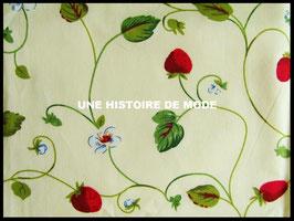 Tissu fraises en coton -  50 x 45 cm - Coupon T40
