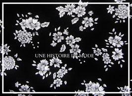 Tissu à fleurs blanches en coton noir   - 50 x 45 cm - Coupon T70