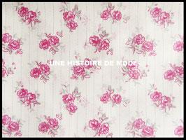 Tissu fleuri rose en coton fond blanc - 50 x 45 cm -Coupon T45