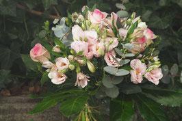 Moderner Blumenstrauß in Rosa