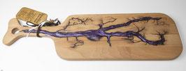 Buchenbrett in Lichtenberg Technik und Epoxidharz in violett-gräulich