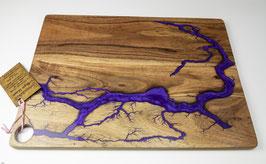 Akazienbrett in Lichtenberg Technik und Epoxidharz in violett