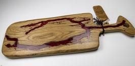 Eichenbrett in Lichtenberg Technik und Epoxidharz in weinrot mit selbstkreiertem Holzgriff