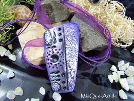 Vintage Anhänger Schild lila schwarz Talisman