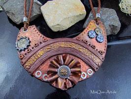 Steampunk Collier in Lederoptik mit Blume und Zahnrädern