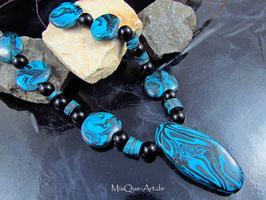 Perlenketten mit unregelmäßigen Perlen in blau schwarz