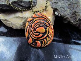 Halskette mit Bronze-Kupfer Anhänger Florales Muster