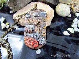 Steampunk Halskettenanhänger in Bronze, Kupfer und Altsilber mit Schlüssel