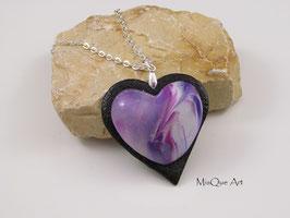 Halskette mit Herzanhänger in lila rosa schwarz weiss