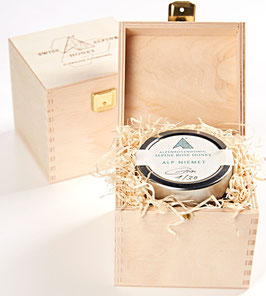 Wooden gift box for 1 jar of any type and size.