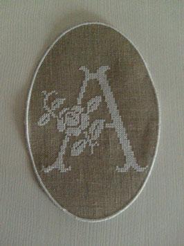 Monogramme points de croix fleuri