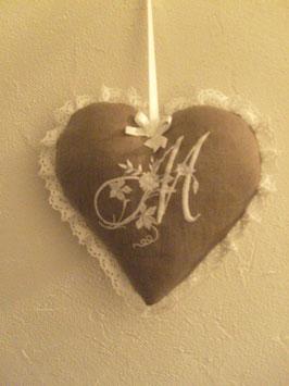 coeur monogrammé marron, brodé blanc COM02