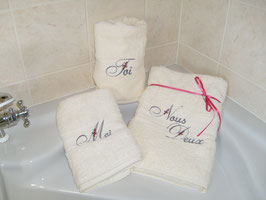 """Lot 2 serviettes+1 drap de bain """"toi-moi-nous deux"""""""