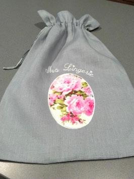 Sac lingerie lin gris médaillon roses