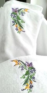 Paréo blanc fleurs de printemps et sa serviette assortie