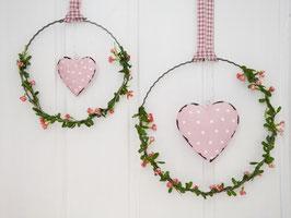 """Blütenkranz """"Julika""""  - mit Metallherz rosa - in 2 Größen wählbar"""