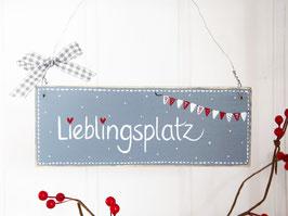 """Holzschild """"Lieblingsplatz"""" - grau, mit Wimpelkette *Reserviert für Steffi F.*"""