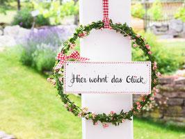 """Blütenkranz """"Jette"""" - mit Holzschild """"Hier wohnt das Glück"""" - reserviert für Renate"""