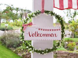 """Blütenkranz """"Nellie"""" - mit Holzschild """"Velkommen"""" - reserviert für Ulrike"""