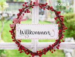 """Holzschild """"Willkommen"""" und """"Välkommen"""" - jeweils mit Beerenkranz * Reserviert für Yvonne H. *"""